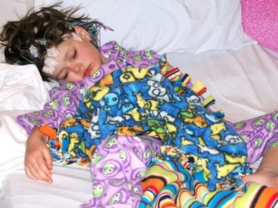 girl sleeping during eeg without nillynoggin eeg cap